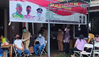 Peringati Bhakti Adhyaksa ke-61, Kejari Basel Gelar Vaksinasi dan Bansos