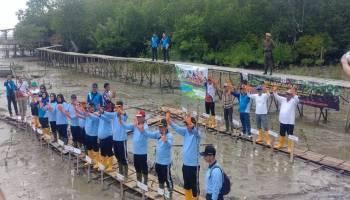 Peringati Hari Jadi Korps Adhiyaksa, Kejari Koba Tanam 1.000 Bibit Mangrov di Desa Kurau