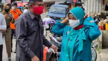 Peringati HPN, Media Center DPRD Bangka Bagikan Seribu Masker