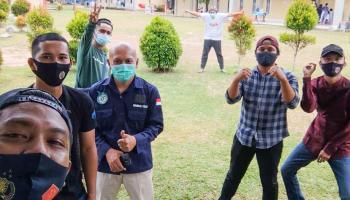 Peringati HPN, PWI dan Pokja Jurnalis Basel Jenguk Rekan Seprofesi di Wisma Karantina