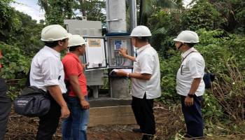 Perkuat Jaringan Komunikasi, PLN Babel Sambung Listrik untuk BTS di Pulau Pongok