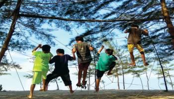 Pesona Pantai Takari Daya Tariknya Membawa Berkah Bagi Masyarakat