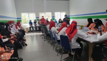 PKK Kelurahan Kenanga Bawa PKK Kecamatan Giri Maya Kunjungi PT. BAA