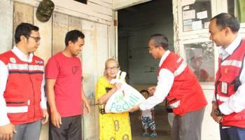 PLN Berikan Bantuan Kepada Korban Banjir Muntok