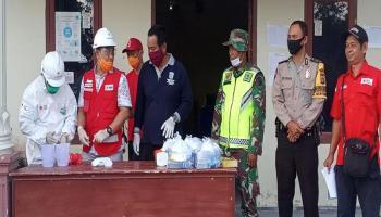 PMI Belitung Ajarkan Perangkat Desa Buluh Tumbang Cara Membuat Disinfektan