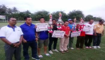 Pol PP Juara Sepakbola HUT Sungailiat Melalui Drama Adu Penalti
