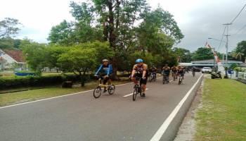 Polres Babar Keliling Muntok dengan Bersepeda