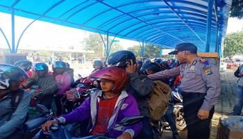 Polres Bangka Barat Imbau Pemudik Tertib Saat Antri di Pelabuhan