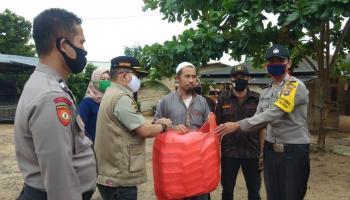 Polsek Gerunggang Bersama KBPP Polri Kota Pangkalpinang Bagikan Nasi Kotak untuk Masyarakat