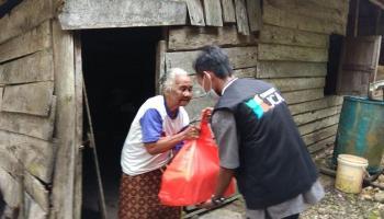 Program Berkah Ramadhan, Sahabat JCA Salurkan Bantuan untuk 705 Warga