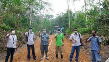 PT Timah Bangun Jalan 2 Kilometer di Desa Limbung Guna Tingkatkan Sektor Pertanian