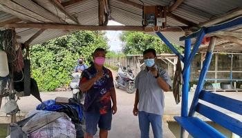 PT Timah Bantu Pemasangan KWH Meter di Dermaga Nelayan Jalan Laut