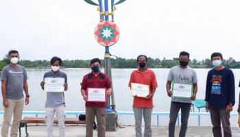 PT Timah Berikan Bantuan kepada Nelayan Sungailiat yang Alami Kecelakaan Laut