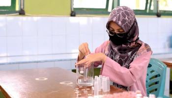 PT. Timah Dukung Ikatan Alumni Kelas Beasiswa PT. Timah SMAN 1 Pemali Bagikan Ribuan Botol Hand Sanitizer