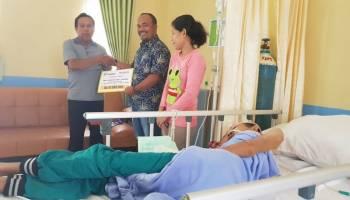 PT Timah Serahkan Bantuan Biaya Berobat untuk Penderita Tumor Ganas