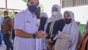PT Timah Tbk Bagikan 800 Paket Sembako ke Empat Kabupaten