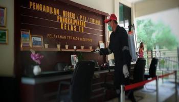 PT.Timah Semprot Disinfektan di Kantor Pos hingga Pengadilan Negeri Pangkalpinang