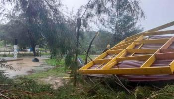 Puting Beliung Terjang Pantai Kelisut, Pohon dan Warung Bakso Roboh