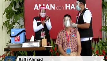 Raffi Ahmad Ikut Vaksinasi Bareng Presiden Jokowi