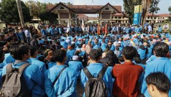 Ratusan Mahasiswa Geruduk Polda Babel, Tuntut Kapolda Minta Maaf