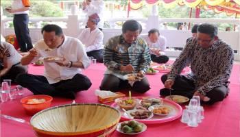 Ratusan Orang Ikuti Ngedulang Waisak di Puri Tri Agung