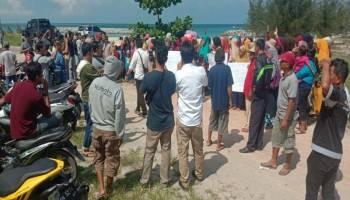Ratusan Warga Matras Pro KIP, Gelar Aksi di Pantai Matras