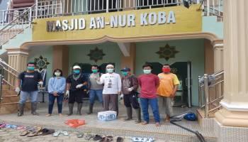 Relawan Aliansi Cegah Corona Babel Lakukan Penyemprotan Disinfektan ke Rumah-Rumah Ibadah di Koba