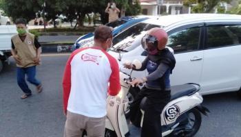 Relawan Covid-19 Bersatu Berbagi Ratusan Paket Takjil Dan Makanan Buka Puasa
