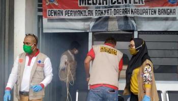 Relawan Satgas Covid-19 Simpul Babel Lakukan Fogging Disinfektan di Kantor DPRD Bangka