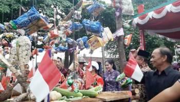 Replika Sembahyang Rebut Diserbu Pejabat dalam Pawai di Sungailiat