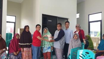 Rina Tarol Door To Door Bagi Beras 5 Ton