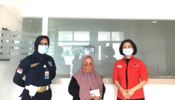 Rudianto Tjen Melalui Ketua DPRD Bateng Bantu Pengobatan Warga Desa Simpang Katis Yang Sudah Menunggak Iuran BPJS 3 Tahun