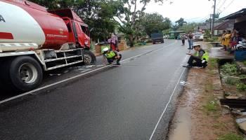 Saling Salip, Dump Truck Hantam Mobil Pertamina