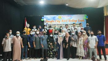 Sambut Hari Jadi ke-8, Bangka City Hotel Berbagi Bersama Anak Panti Asuhan