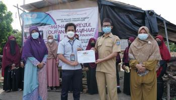 Samiah Terharu Terima Bantuan PT Timah Tbk untuk Pembangunan Asrama Tahfiz