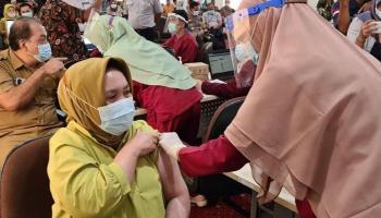 Sempat Tak Penuhi Syarat, Sekda Radmida Akhirnya Disuntik Vaksin Covid-19