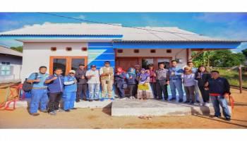 Serahkan Rumah Layak Huni, PT. Timah Ukir Senyum di Wajah Ibu Zainur