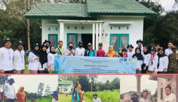 Serukan Penghijauan, Tim KKN UBB Desa Tanah Bawah Bagikan Bibit Beserta Pupuk