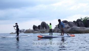 Serunya Olahraga Paddle di Tanjung Tinggi Belitung