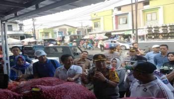 Sidak Pasar Jelang Nataru, Wagub Temukan Makanan Kadaluarsa dan Tak Memiliki Izin Edar