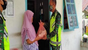 Tak Kenal Lelah, Danrem 045/Gaya Bersama Forkopimda Berikan Paket Sembako