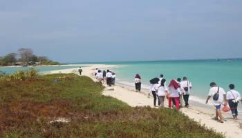 Tanamkan Karakter Peduli Kemanusiaan dan Pariwisata, SMKN2 Koba Praktik Kehumasan di Pulau Ketawai dan Gusung Asam