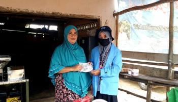 Tanggap Covid-19, Mahasiswa KKN UBB Bagikan Masker dan Hand Sanitizer Untuk Masyarakat Balunijuk