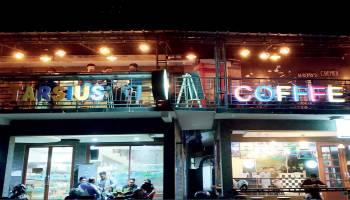 Tarsius Cafe dan Beyond :Ngafe asik Dekat Pantai