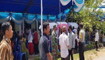 Tegakkan Prokes Covid-19, Koramil 0413-6/Sungailiat Tertibkan Tamu Resepsi Pernikahan di Desa Penyamun