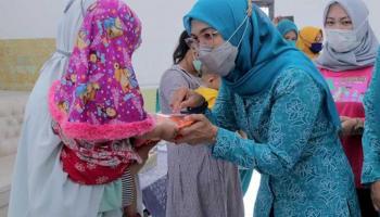 Tekan Angka Stunting, Melati Erzaldi Bagikan Makanan Tambahan Berbasis Pangan Lokal