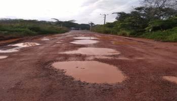 Tidak Pernah Diperbaiki, Jalan Raya Desa Munggu-Lampur Rusak Parah