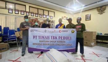 Tim Emergency Response Group PT Timah Bantu Para Korban Banjir di Garut