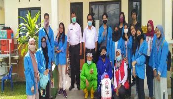 Tim KKN UBB Jerambah Gantung Bersama PMI Pangkalpinang Semprotkan Disinfektan ke Sekolah dan Tempat Ibadah