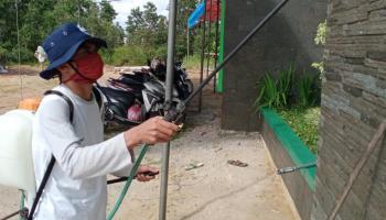 Tim KKN UBB Selindung Baru Sosialisasi Pencegahan Covid-19 dan Penyemprotan Desinfektan